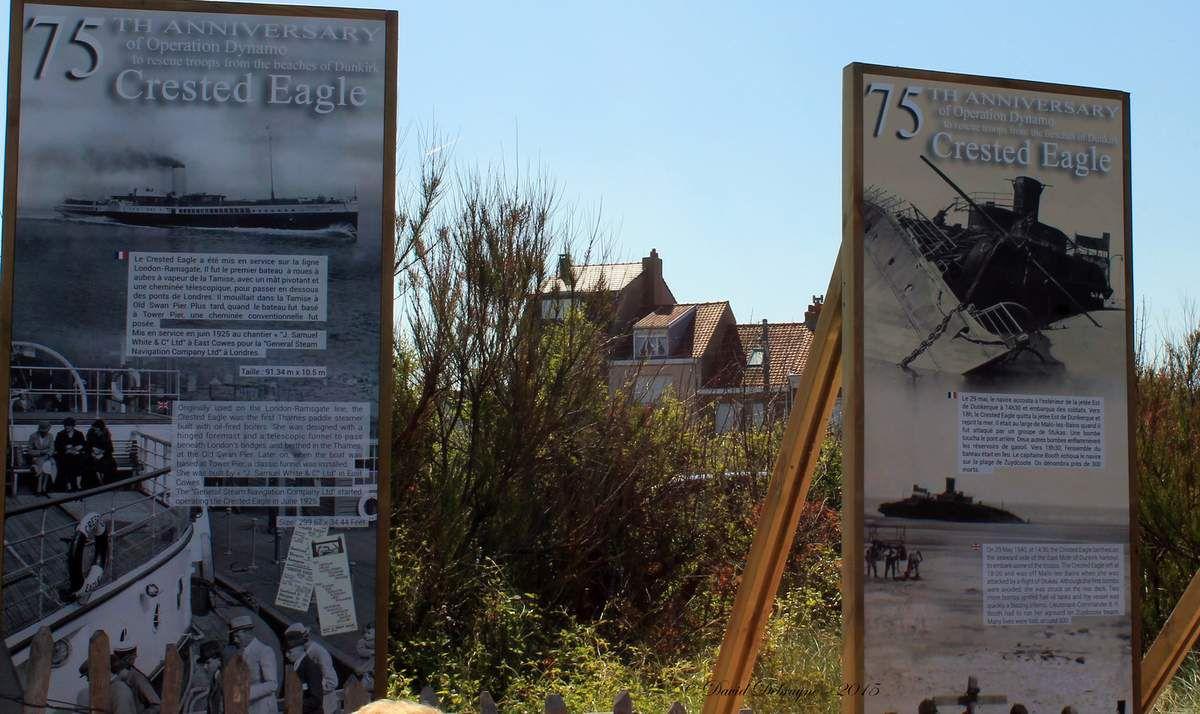 """paneaux sur le """"Crested Eagle"""" situé à l'entrée de la plage de Zuydcote"""