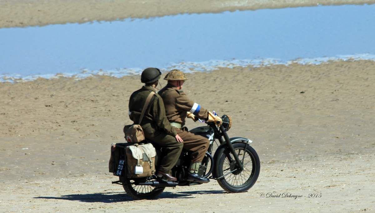 """les motos de l'association britanique """"War and Peace -  Display Team"""" qui a également participer a la parade la veille dans les rue de Dunkerque"""