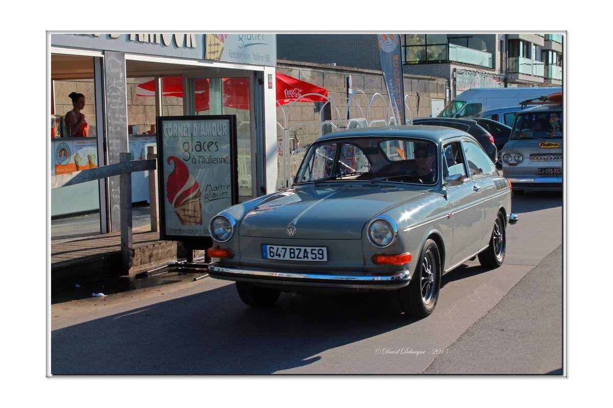 Parade de voitures ancienne sur la digue