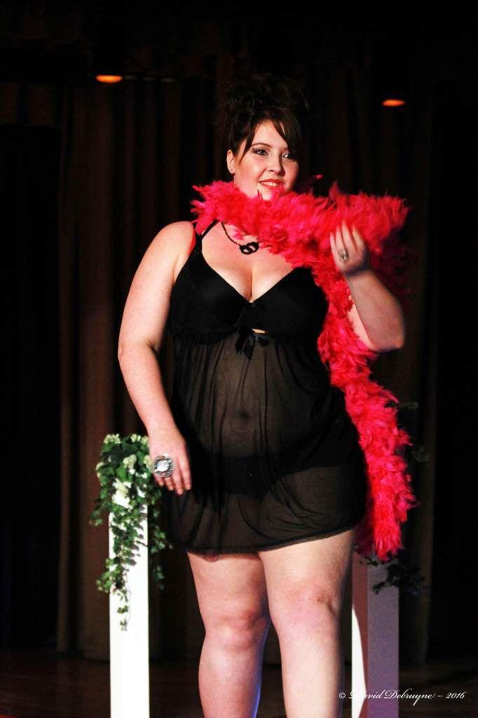 défilé de lingerie de &quot&#x3B;au moulin rose&quot&#x3B;