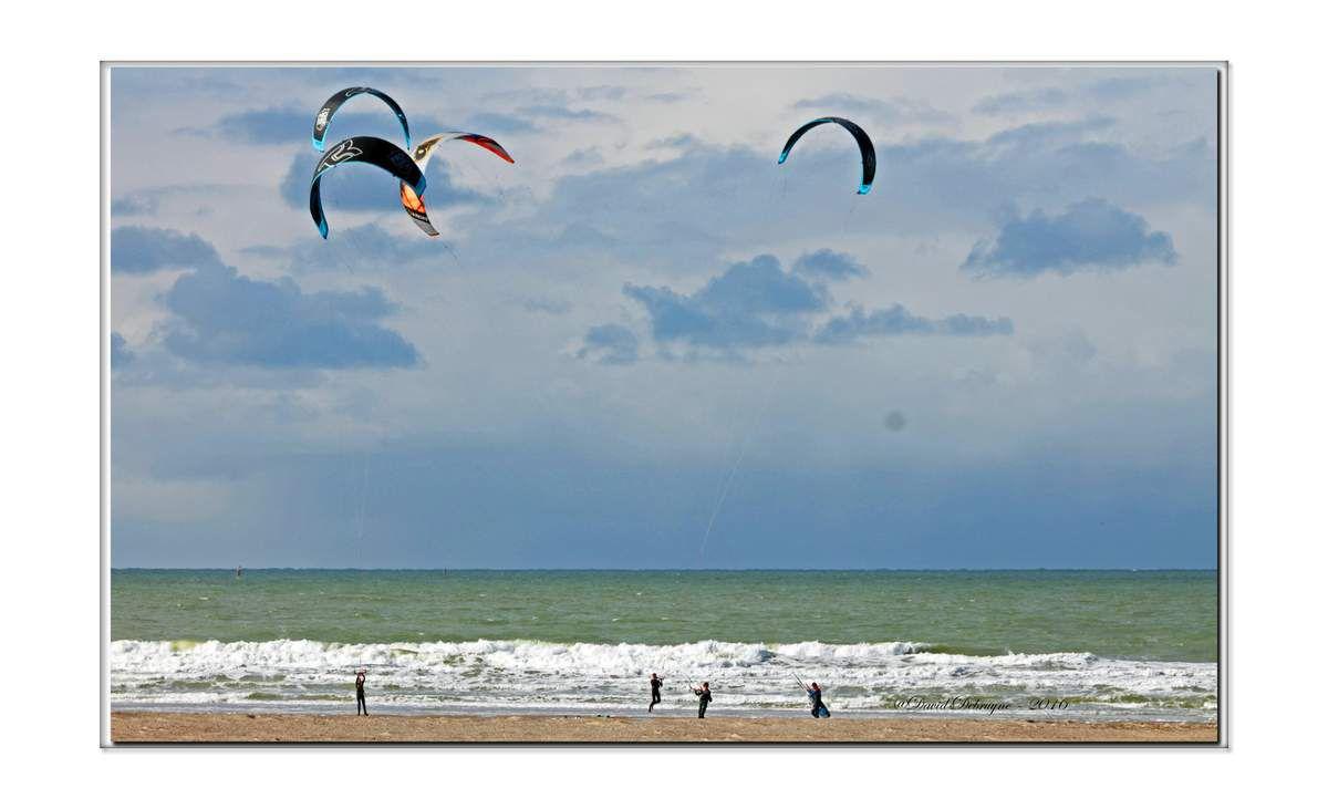 la plage de Dunkerque sous un ciel flamand, un dimanche de printemps