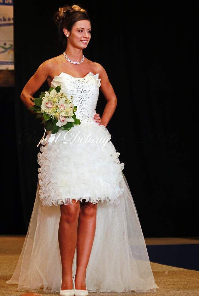 Miss aéronautique défile en  robes de mariées
