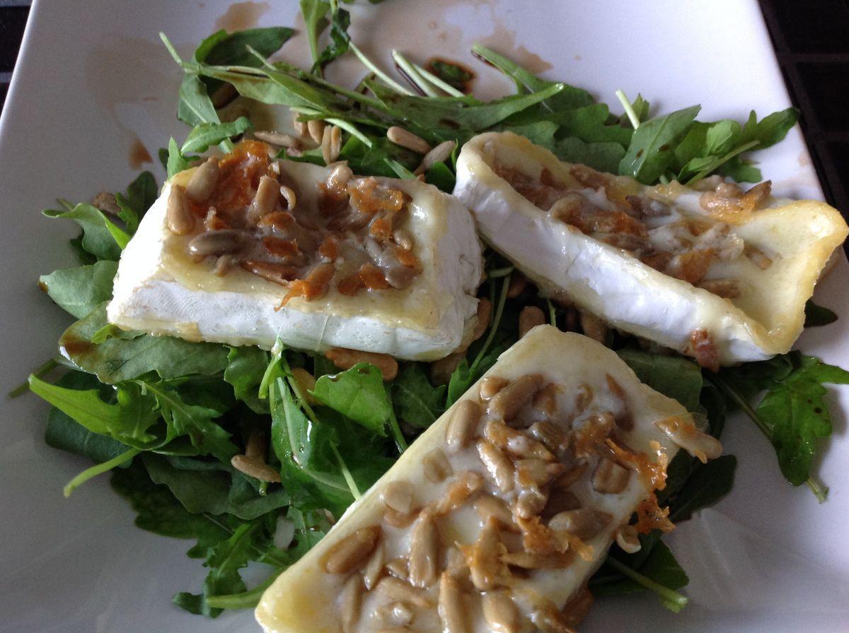 Camembert grillé aux graines de tournesol