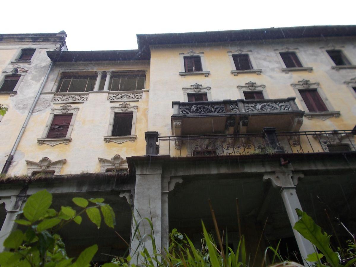 Esplorazione all'edificio dai 105 anni di storia a Viggiù