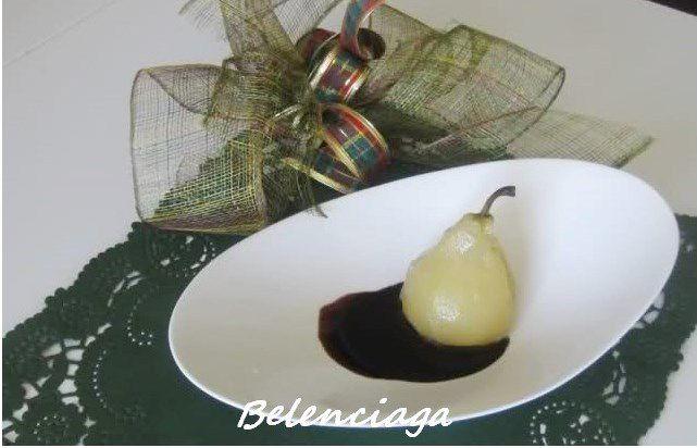 peras sobre espuma de almendras chocolate