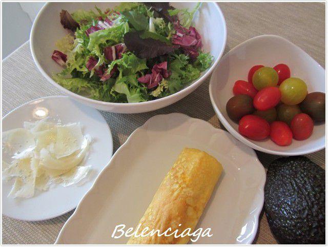 ensalada de tamagoyaki y tomates escarchados