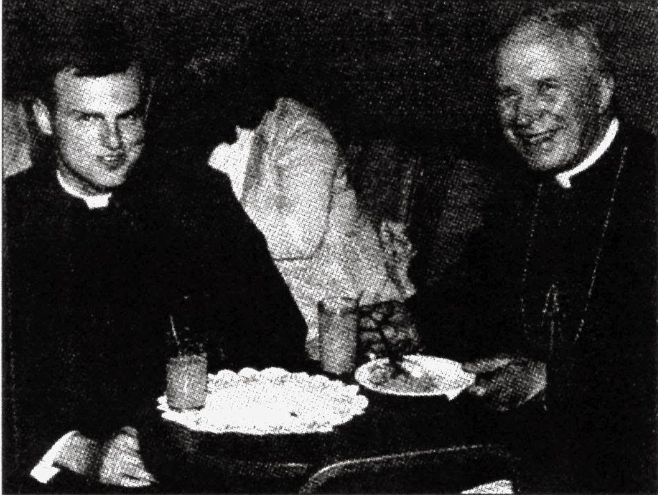 Le jeune abbé Sanborn au côté de Mgr Lefebvre