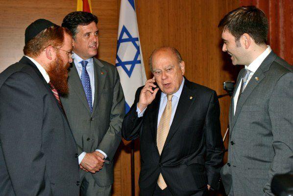 l'indépendantiste catalan Jordi Pujol (à droite du drapeau israélien)