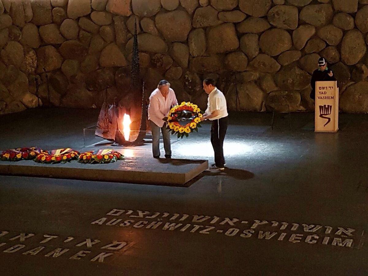 Gerbe au nom de la Province DS à Yad Vashem. (Crédit photos: Tous droits réservés)..