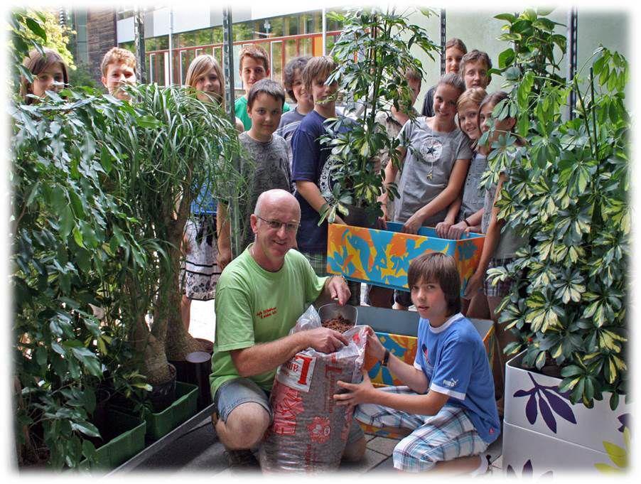 Foto von der Pflanzaktion am 1. Juli 2009