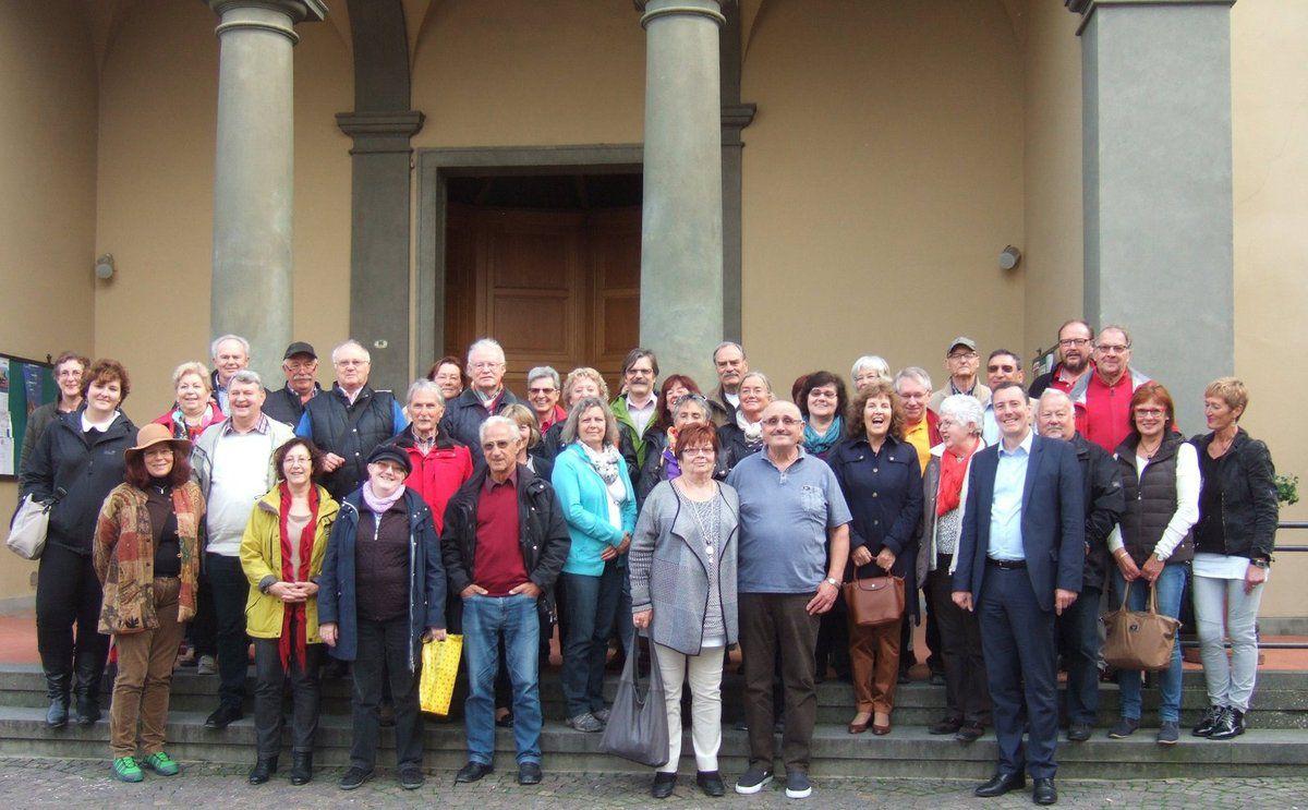 Die Veitshöchheimer Reisegruppe vor der Kirche in Greve in Chianti