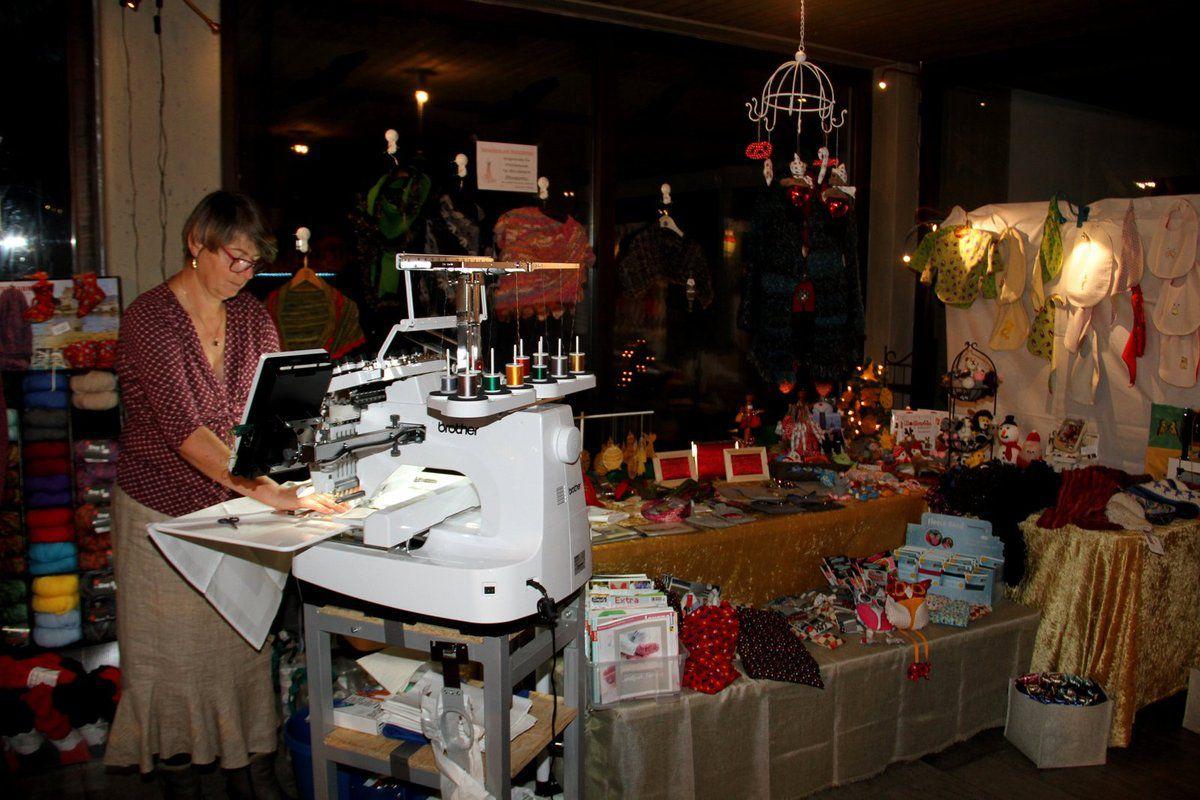 Wie schon am 3. Adventswochenende gab es auch im Haus der Begegnung wieder Verkaufsstände.