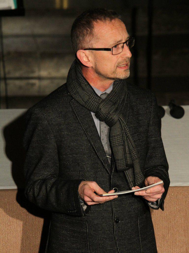 Besinnliche Worte zur Weihnachtszeit sprach einleitend Schulleiter Dieter Brückner