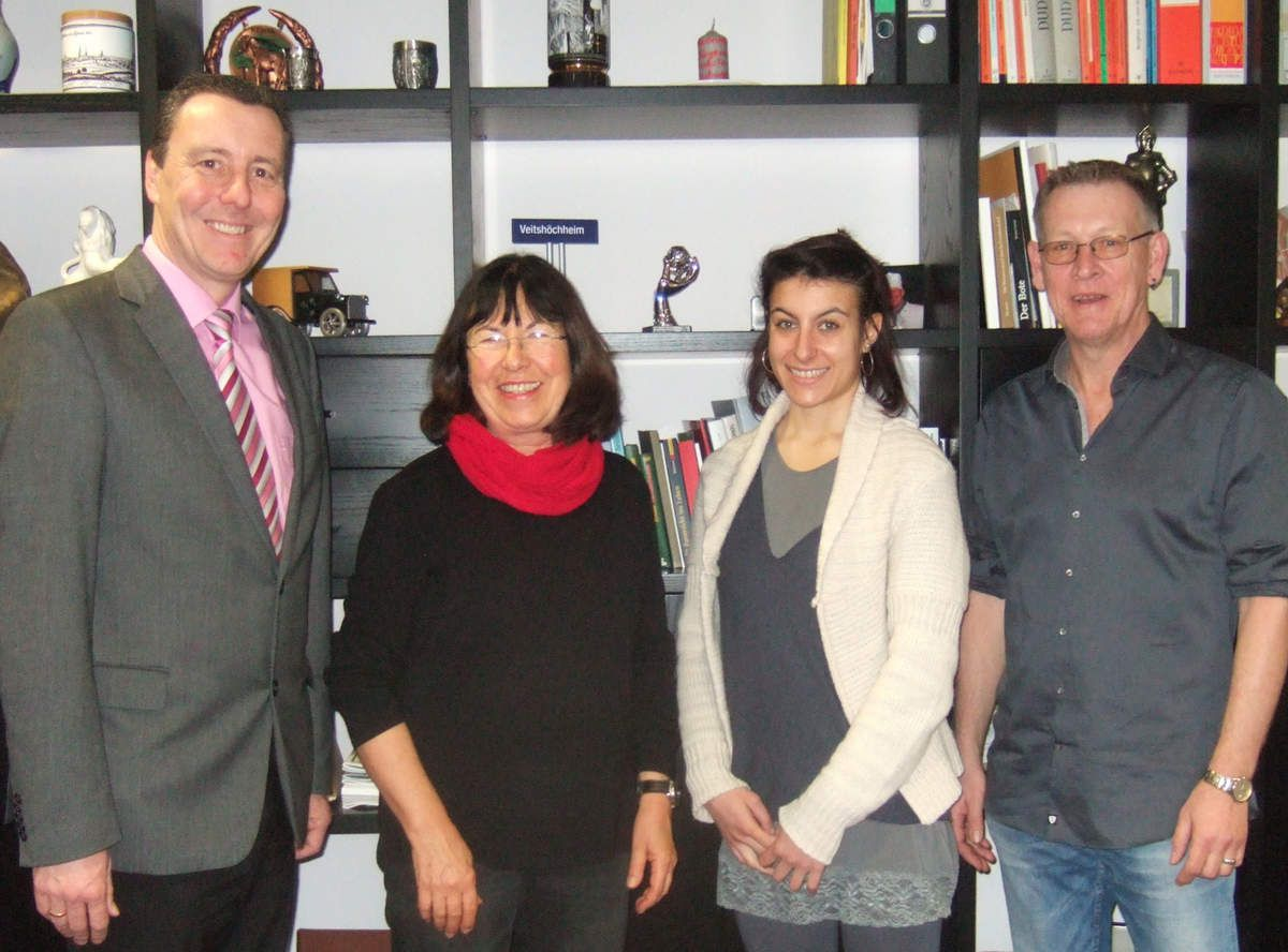 v.l. Bürgermeister Jürgen Götz, Ilse Feser, Alessia Conti, Bernhard Möller - Foto Gemeinde