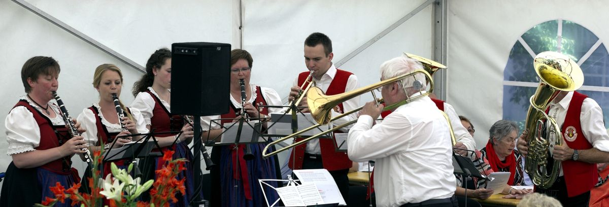 Musikalisch begleitet wurde er durch den Musikverein Veitshöchheim, der ebenfalls seit 20 Jahren mit dem Haus verbunden ist und regelmäßig vor Ort die Bewohner des Hauses mit musikalischen Darbietungen erfreut. .