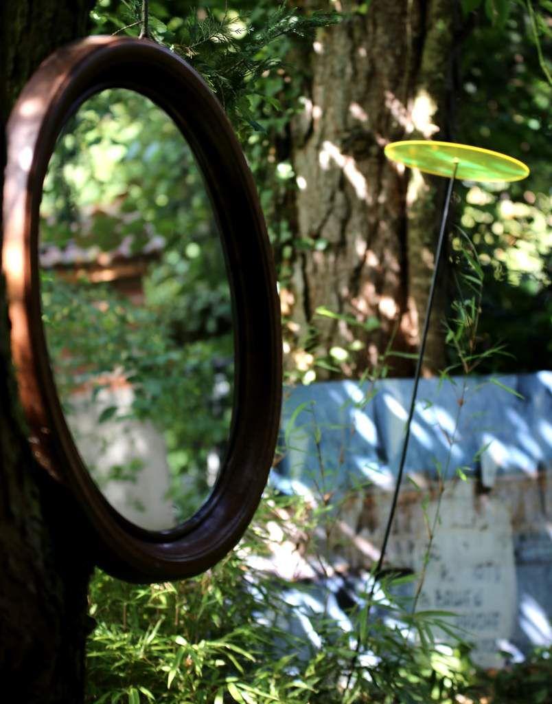 nun vollständig: Kunst im großen Naturgarten - Beeindruckende Ausstellung der Modedesignerin Katharina Schwerd mit Skulpturen von Antje Friederich und Fotokunst von Hans-Joachim Hummel