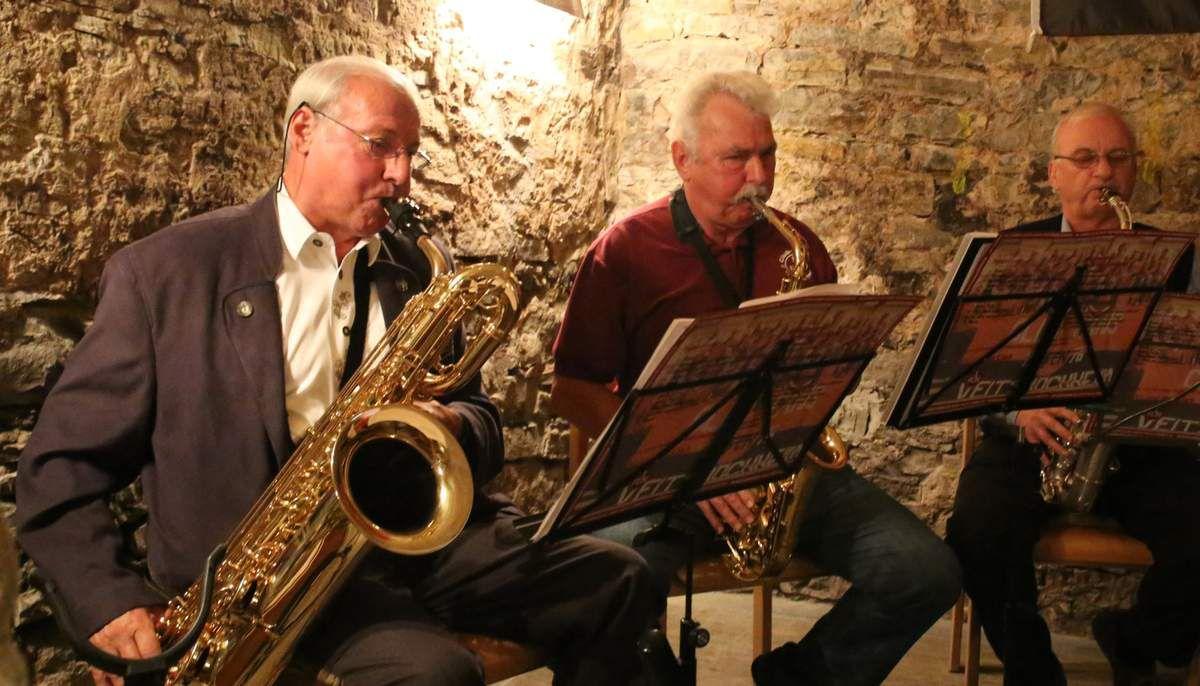 Quasi Profimusiker gaben dem Festakt eine besondere musikalische Note, denn die drei Saxofonisten Charly Neuland, Rudi Reichel und Richard Danner sind alle ehemalige Heeresmusik-Kollegen, die beiden letzten zugleich Clubfans.