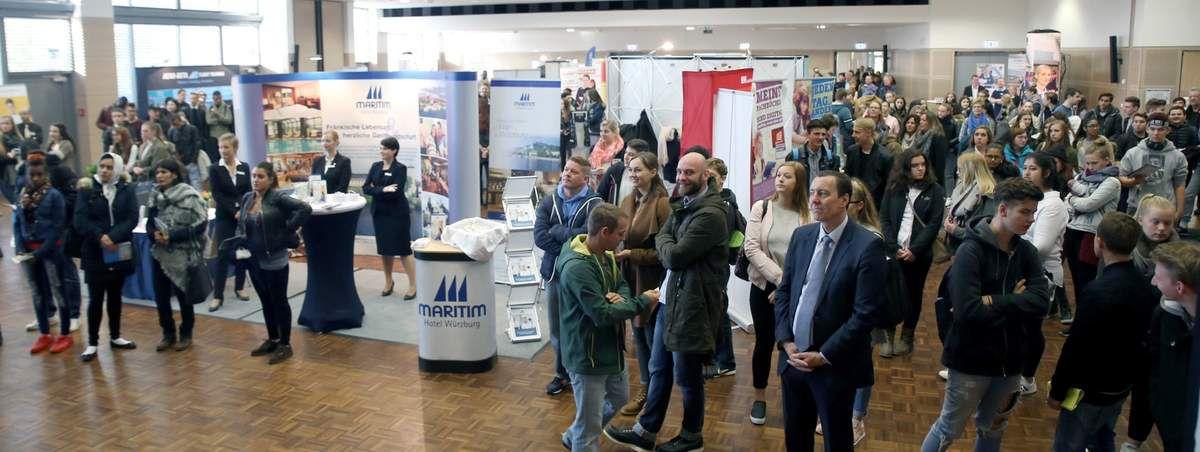 300 junge Leute nutzten beim 1. Würzburger Berufsbasar in den Mainfrankensälen Chance zur Berufsorientierung