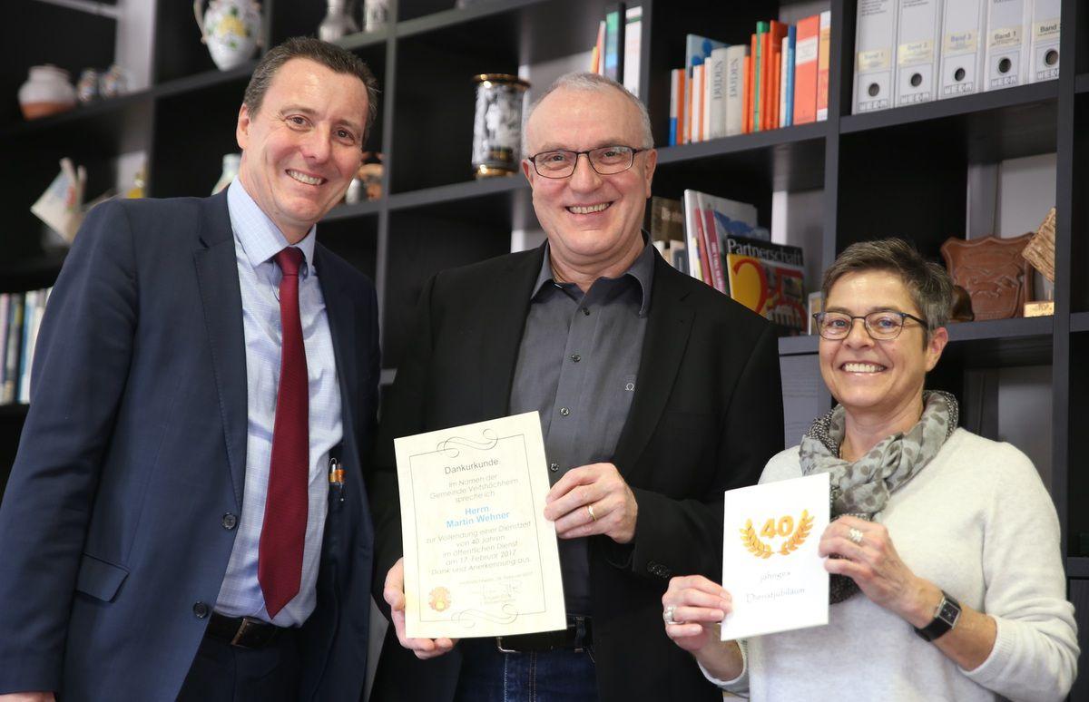 Martin Wehner, Leiter der Veitshöchheimer Vorzeige-Bücherei im Bahnhof, feiert sein 40jähriges Dienstjubiläum im öffentlichen Dienst