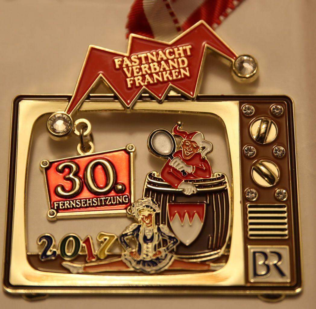 """So sieht der Sessionorden des FVF im 30. Jubiläumsjahr der Fernsehsitzung """"Fastnacht in Franken"""" aus."""