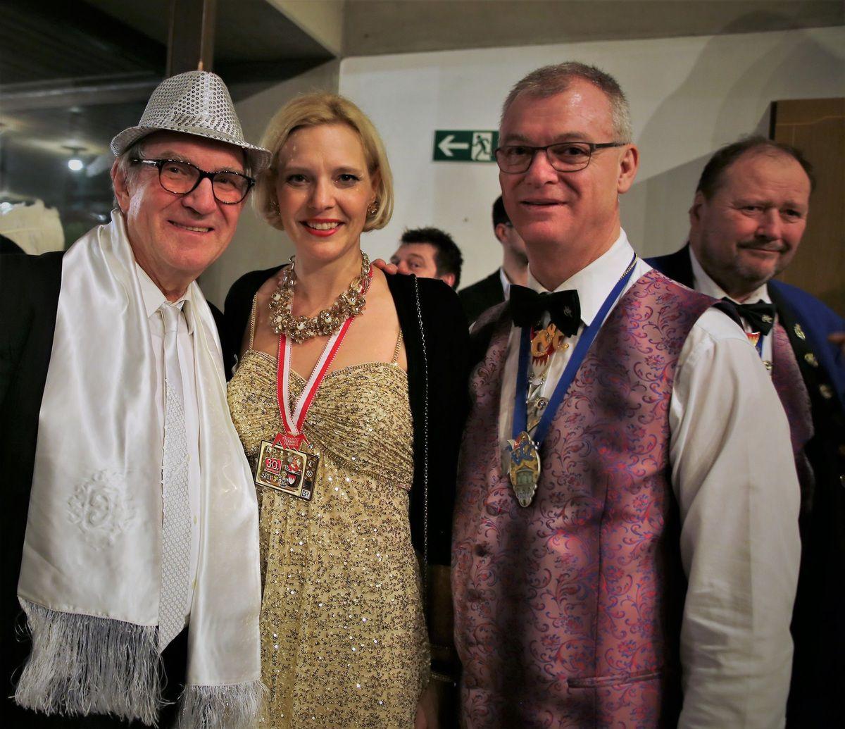 VCC-Clubpräsident Elmar Knorz mit Studio Franken-Leiterin Dr. Kathrin Degmair