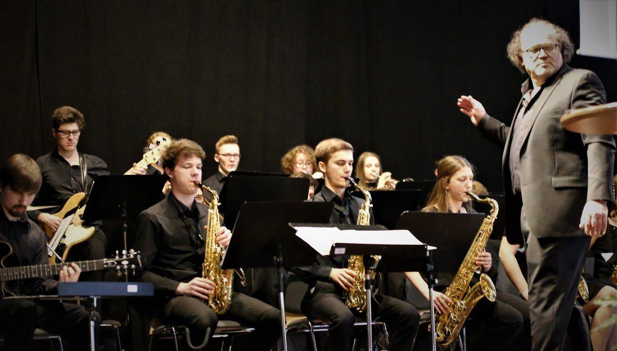 Die Bigband der Berufsfachschule aus Bad Königshofen untermalte die Veranstaltung musikalisch..