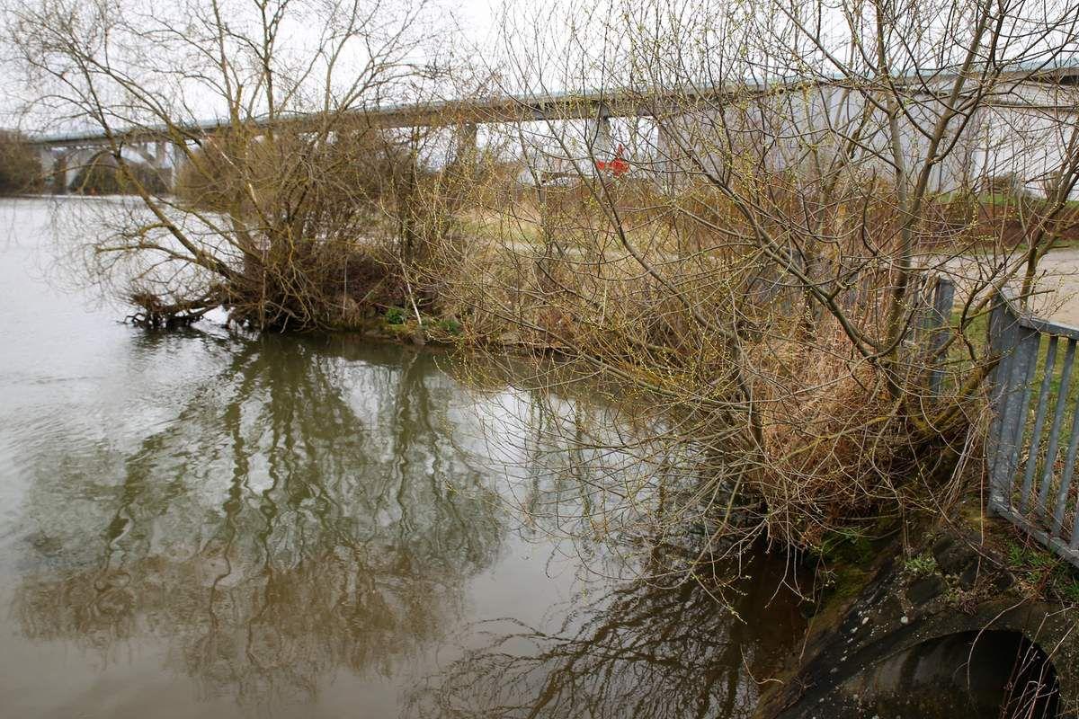 Standort Slipanlage für die Boote der Wasserwacht und der Feuerwehr südlich der Spundwand am Zulauf des Güßgrabens