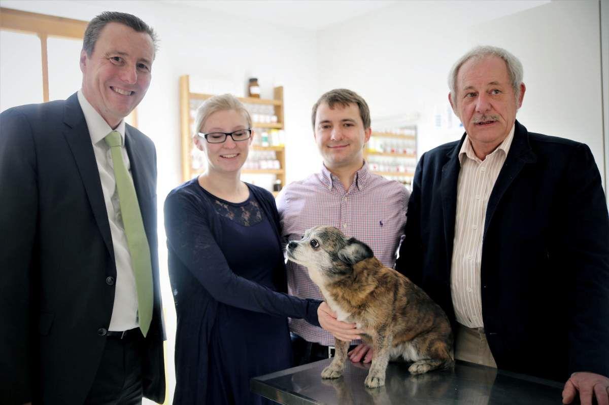 Veitshöchheimer Tierarztpraxis Konrad ging am 1. April nach 31 Jahren nahtlos vom Vater auf den Sohn über