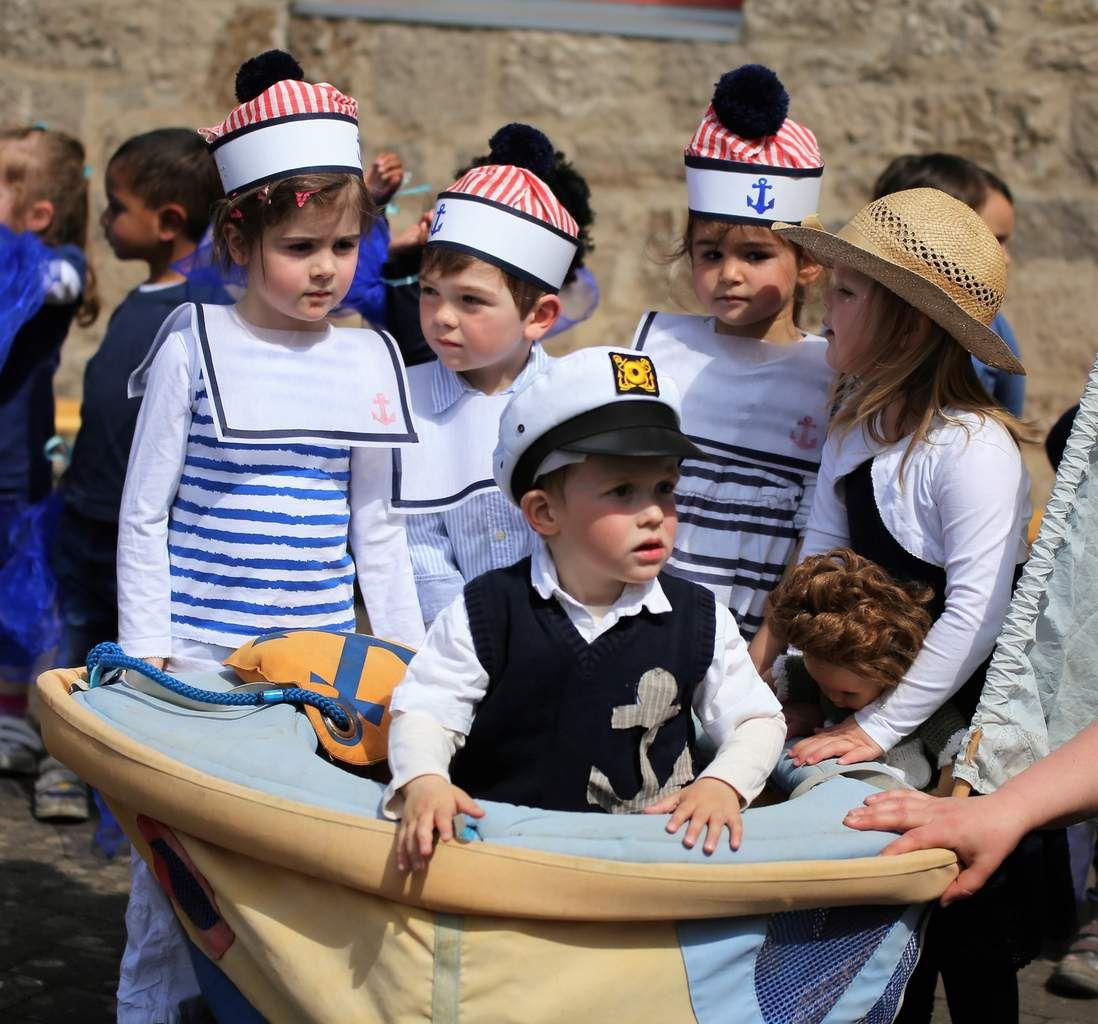 """""""Eine Seefahrt, die ist lustig"""" hieß das Rollenspiel dieser Kinder."""