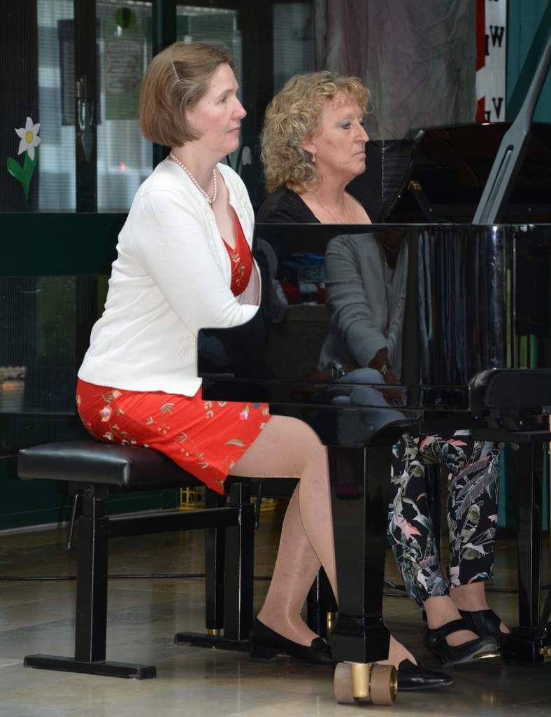 Klaviermusik auf höchstem Niveau  erlebten die Zuhörer mit Schuberts fast 20- minütiger vierhändigen Fantasie in f-moll, die Dorothea  Völker und  ihre langjährigen Kollegin und Klavierduo Partnerin Ulrike Nüßlein hervorragend interpretierten.
