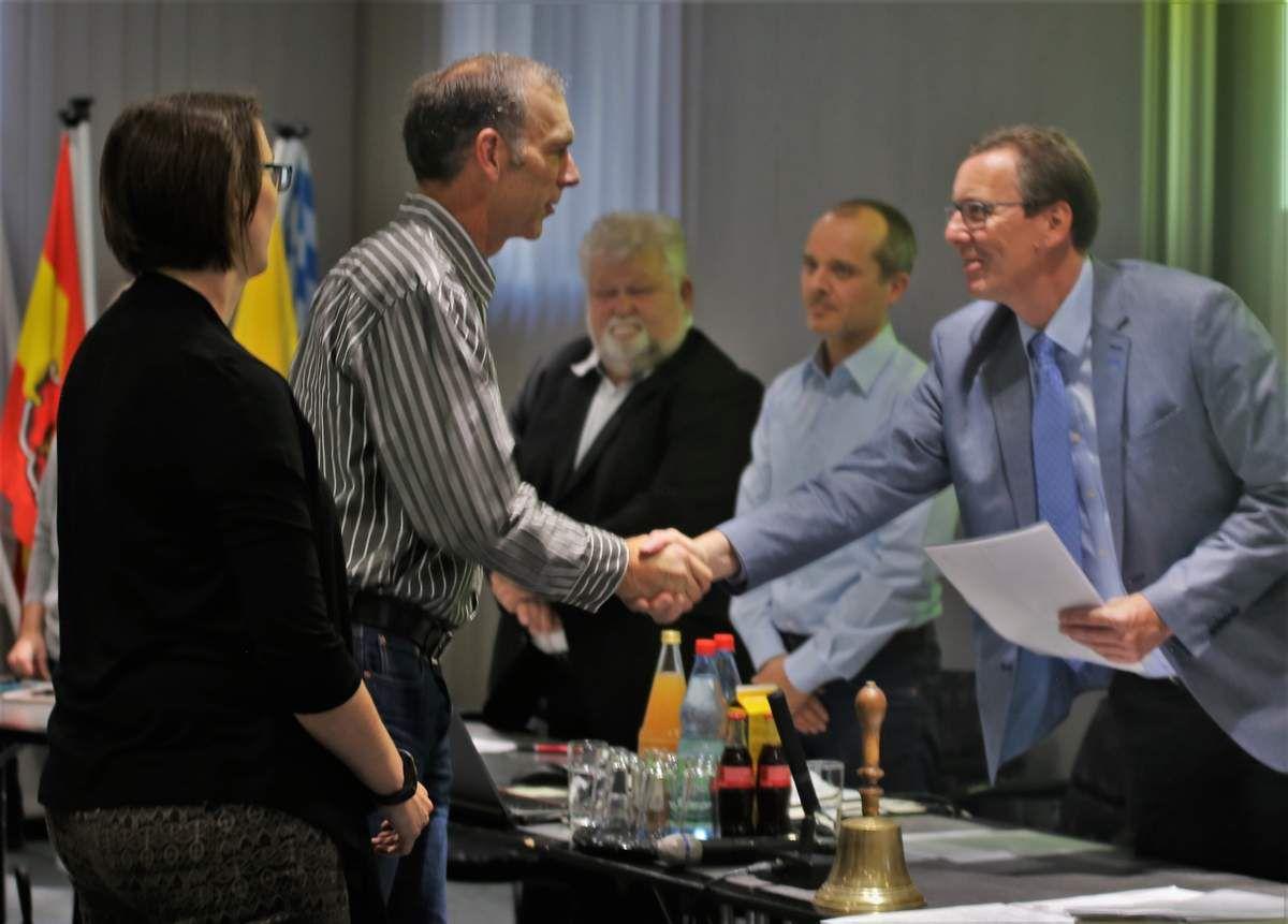 Für Christina Stibi (CSU/VM) und Robert Röhm (UWG)  wurden Andrea Knorz und Martin Issing in der Sitzung am 12. September 2017 neu vereidigt.