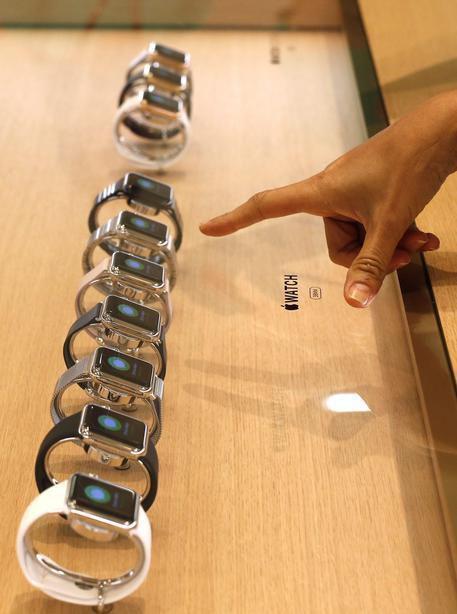 SEZ. VARIE NEWS Con Apple cresce mercato smartwatch Idc, nel 2015 le consegne dei dispositivi sono quasi triplicate