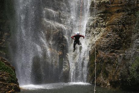 NEWS ITALIA E DAL MONDO 15enne annegato, assolto accompagnatore Scozzese morì nelle cascate di Lillaz due anni fa