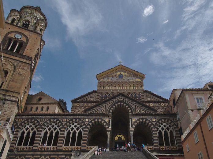 COSTIERA AMALFITANA NEWS Il campanile del Duomo di Amalfi è tra i 20 più belli d'Italia secondo Hundredrooms
