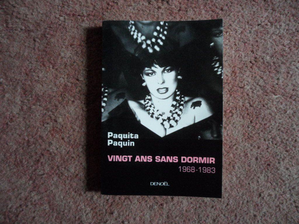 Ensemble de livres dont la couverture est une photographie faite par Pierre et Gilles