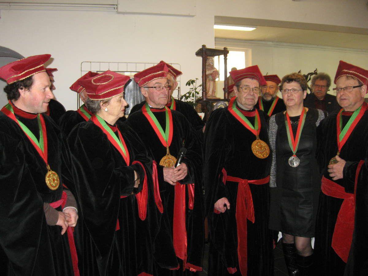 Les Chevaliers de la puette et du Franc-Pinot ont intronisé Marie-France Fresneau lors de leur grand Chapitre aux Moulins de Paillard