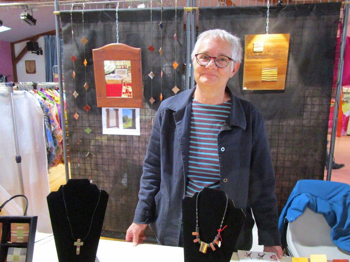Patricia Prieur aime travailler le bois&#x3B; elle réalise une très belle gamme d'objets en marqueterie