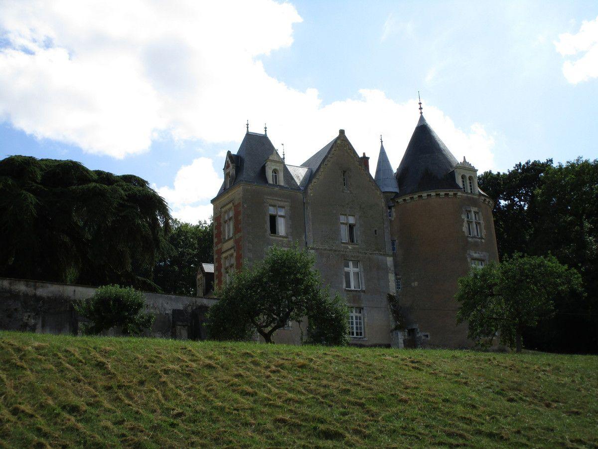 Le château de Bois-Freslon à Ternay (Loir-et-Cher)