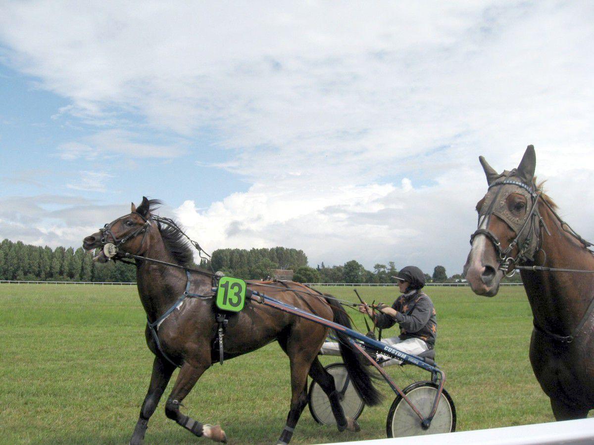 Les courses se déroulent sur l'hippodrome Les Glerches à La Chartre