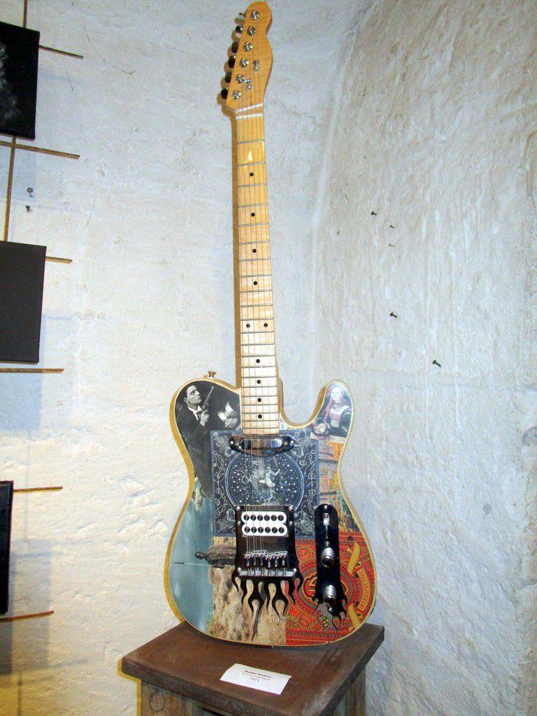 Samuel Tasinaje a créé la guitare de ses rêves