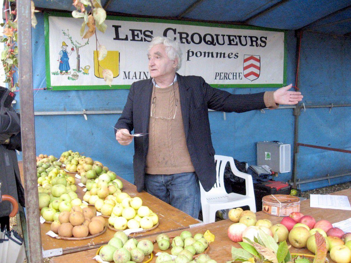 """Octobre, le mois des pommes. Les """"Croqueurs de pommes"""" du Perche exposent à la Foire à la Bouture"""