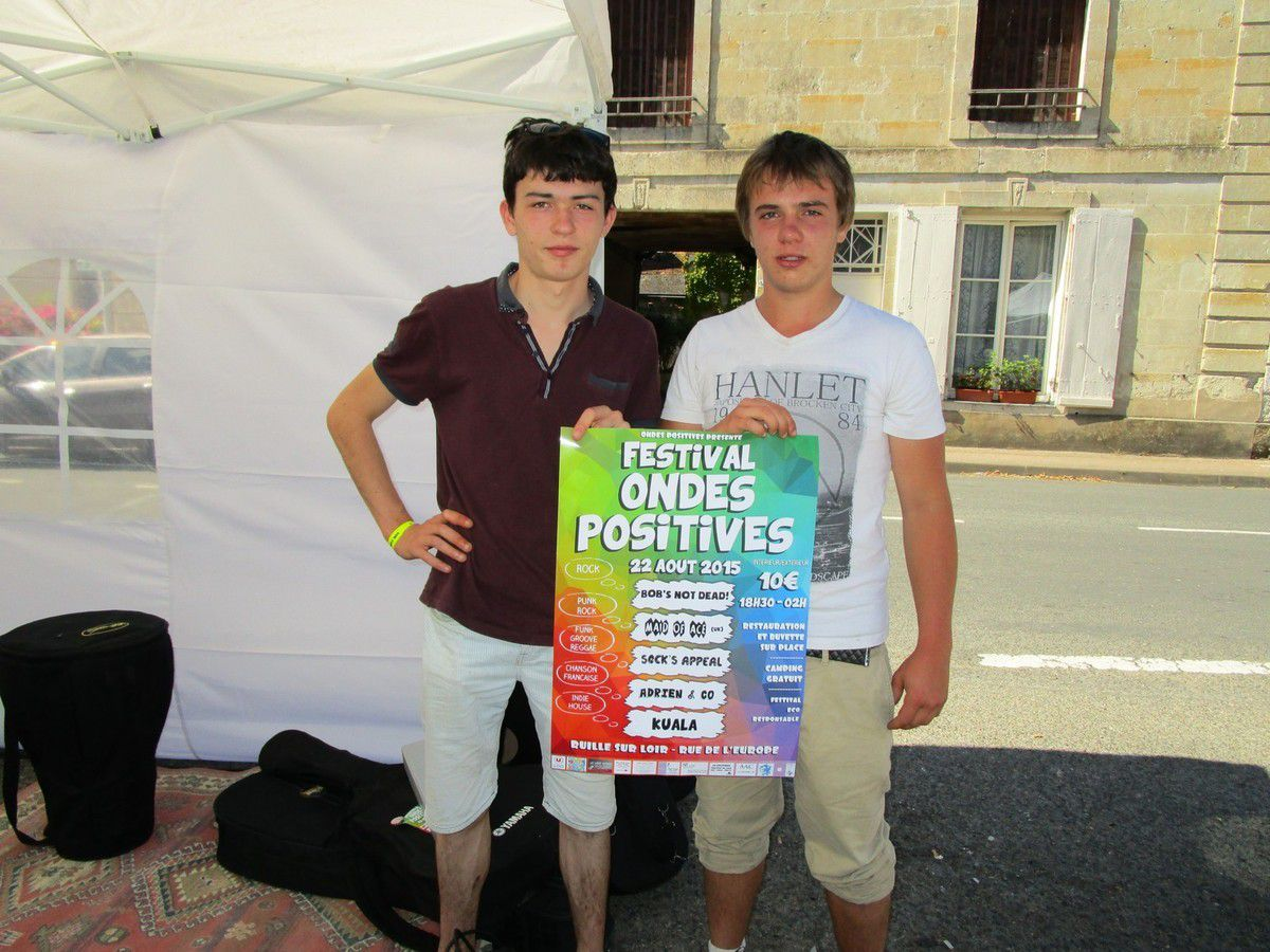 "Antoine et Arthur, deux responsables de l'association ""Ondes Positives"""