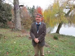 Francis Minier au bord de l'étang de Naveil