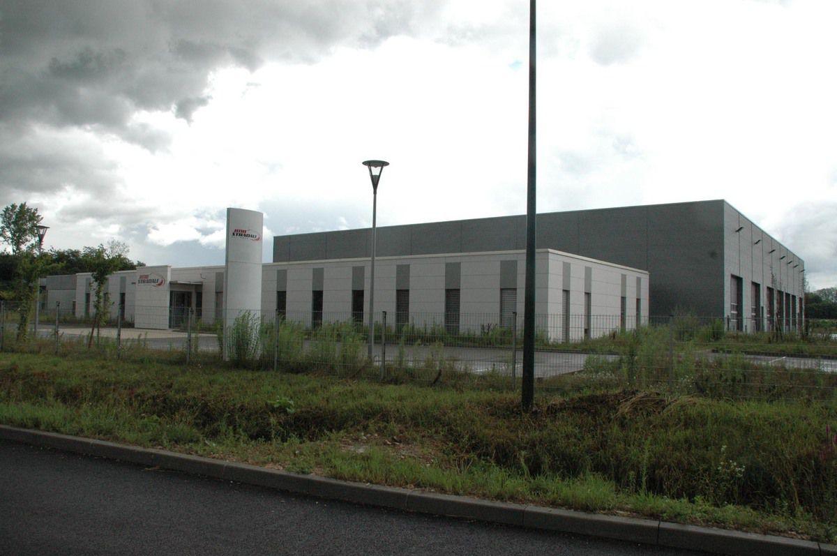 L'ancienne usine Mitsubishi en passe d'être louée.