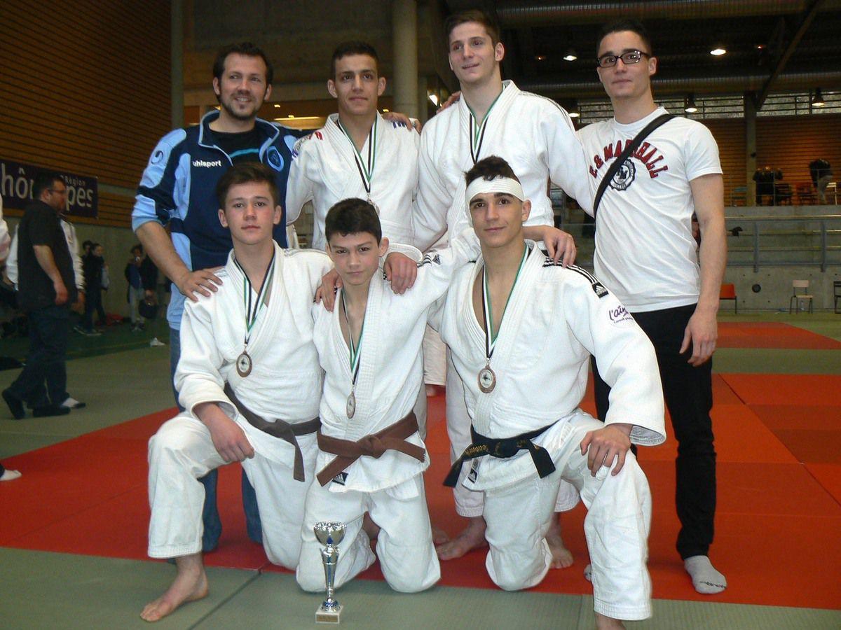 Judo : trois cadets pontévallois qualifiés aux championnats de France par équipes.