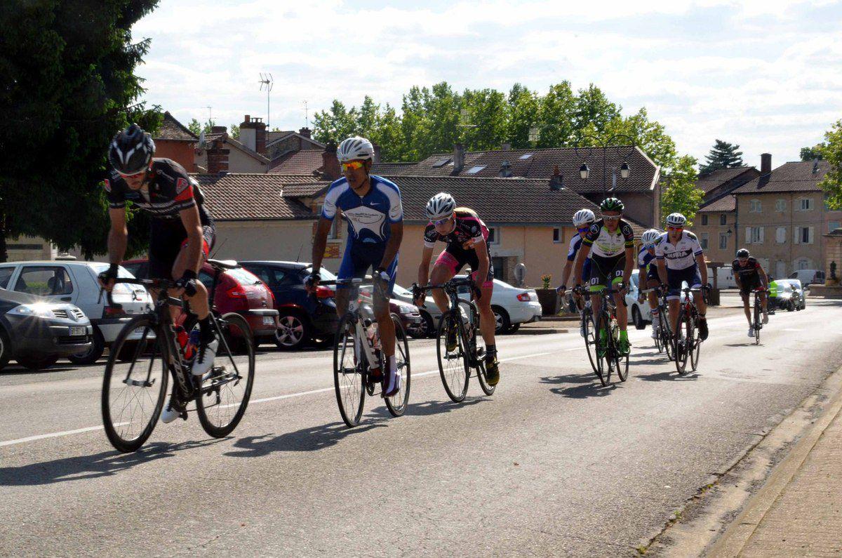 Baisse de participation aux deux grands prix cyclistes mais le soleil était au rendez-vous.