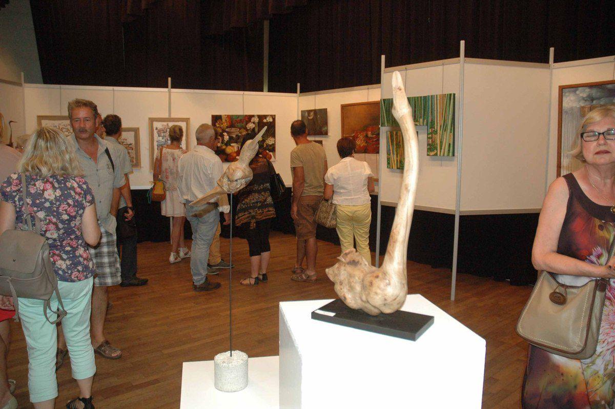Le 53ème salon des arts pontévallois ouvre ses portes.