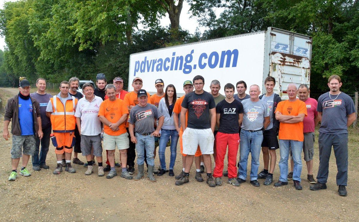 L'équipe bénévoles qui a commencé les travaux d'aménagement samedi matin.