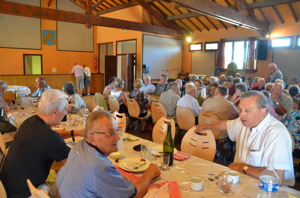 Bonne participation au repas jambons grillés du comité intercommunal de la FNACA.