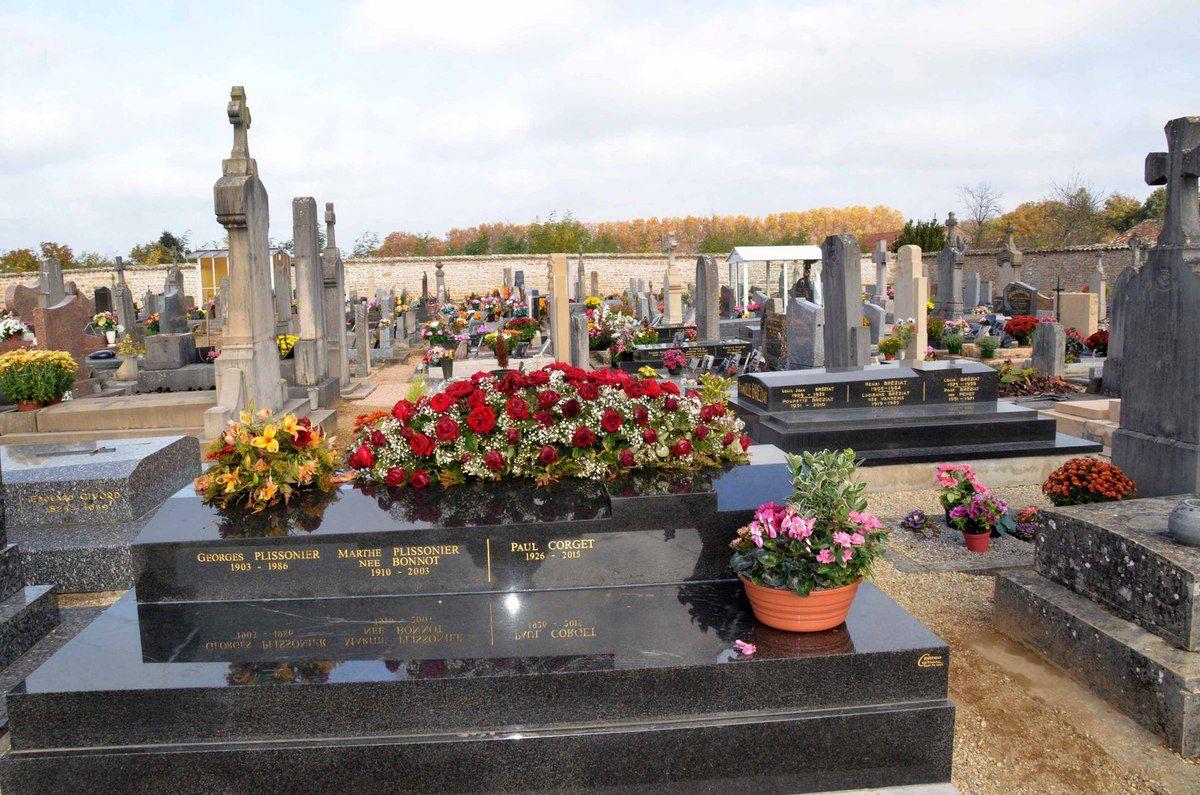 Une visite au cimetière.